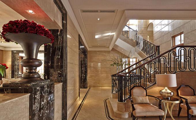 别墅客厅及楼梯.jpg