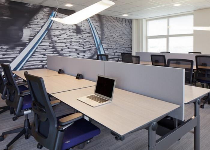 小型辦公室裝修設計公司【軟裝隔斷讓小型辦公室空間感倍增】