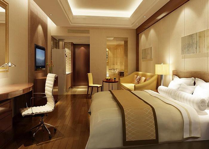 精品酒店装修标准 总的来说,这类酒店在装修标准上不同于其他类型的酒店,比如装饰环境上,强调小而精致;在客房方面,它的客房数量不多,但其内部装修极其豪华,别具特色。在硬件设施及系统上,由于位于大型商业圈内,所以配置了一整套高标准硬件设施和酒店服务系统,聘请专业酒店服务公司经营和管理,为城市高端人群提供便捷、高尚和舒适生活居住的高尚物业。  精品酒店装修个性理念 精品酒店装修设计规划新理念的精致、个性。近年来,优秀的空间规划得到了简化、现代化和慷慨,特别是对蓝白收费的期待和认可。简洁的美学概念对空间规划